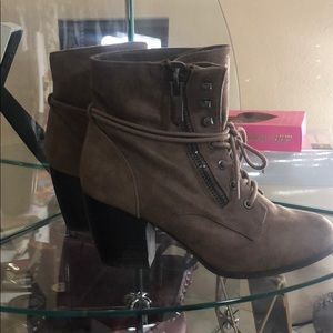 Shoes - Size 8 brown booties